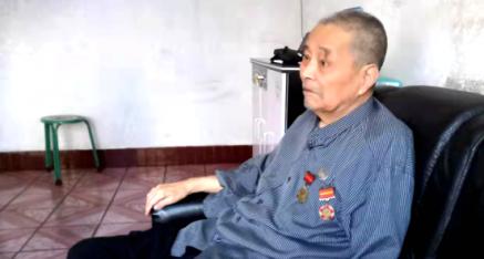 陕西省:95岁老兵傅森厚 喜庆国庆 心花怒放